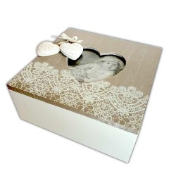 BOX WITH LACE AND HEARTS